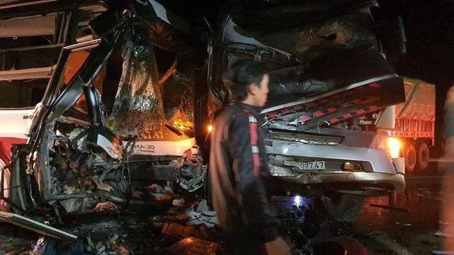 Tai nạn kinh hoàng trên Quốc lộ 14, xe container tông trực diện xe khách chở 20 người