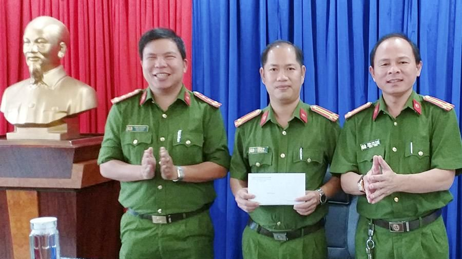 Khen thưởng thành tích bắt giữ hàng lậu