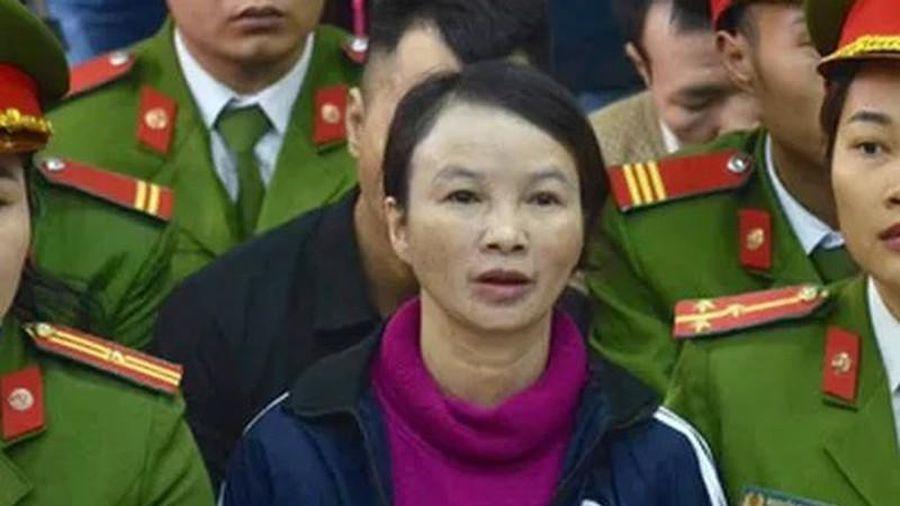 Xét xử mẹ nữ sinh giao gà ở Điện Biên: Bà Hiền hốc hác, mặt tái mét đến tòa