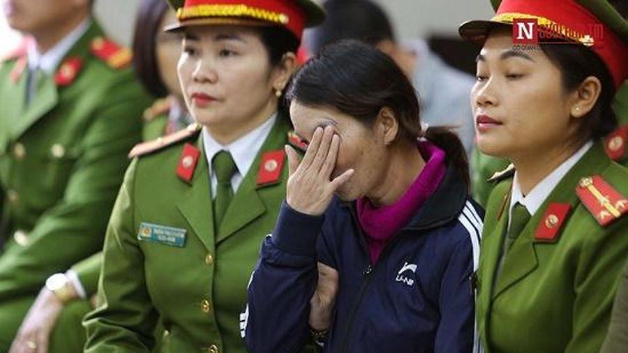 Xét xử mẹ nữ sinh giao gà: Giọt nước mắt nghẹn ngào khi nhắc đến con gái bị sát hại