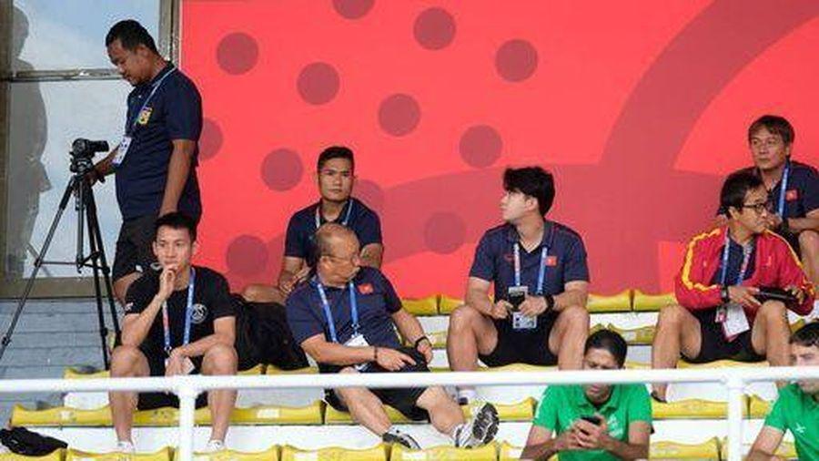 Tập trung cao độ 'do thám' đối thủ, HLV Park Hang-seo thu nhiều kết quả bất ngờ