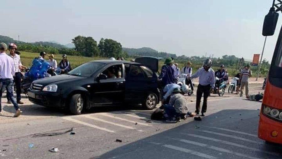 Xe khách gây tai nạn khiến hai học sinh lớp 10 tử vong