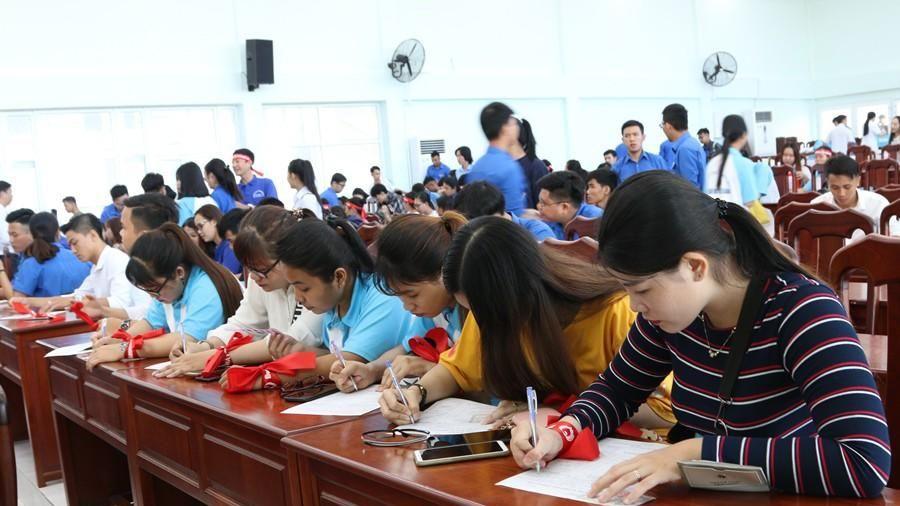 Hàng trăm bạn trẻ hào hứng tham gia Chủ Nhật Đỏ tại Kiên Giang