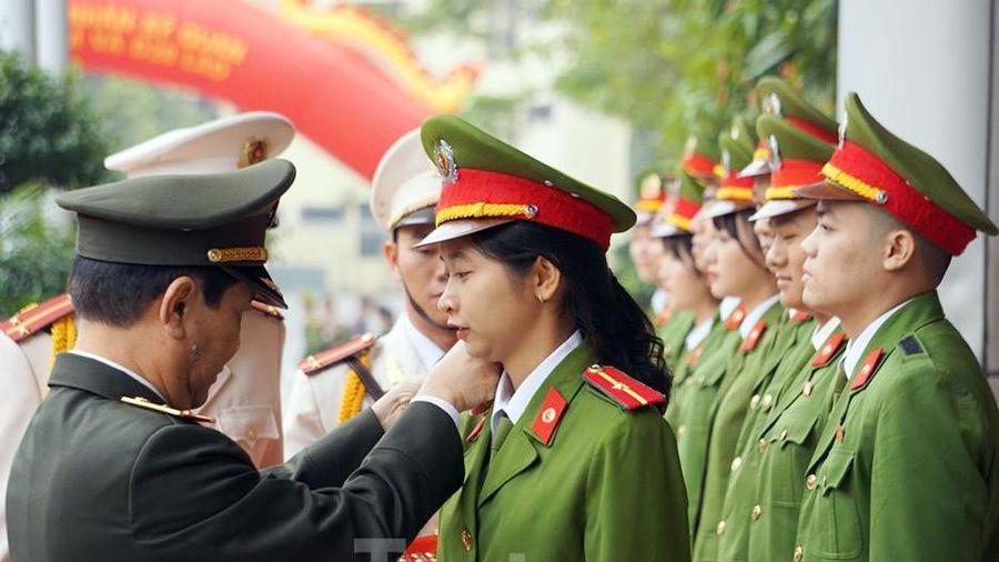 4 thủ khoa đầu ra Học viện Cảnh sát được phong vượt cấp bậc hàm