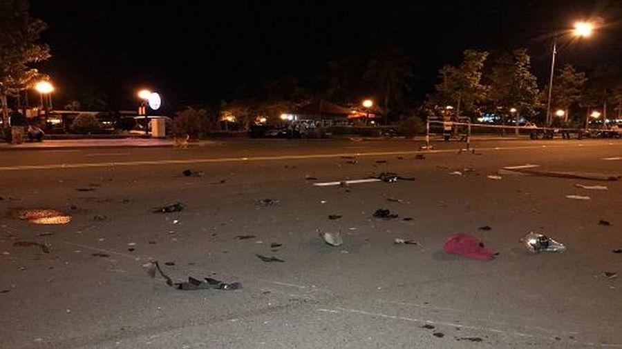Văng xuống đường sau va chạm cực mạnh, 2 người tử vong