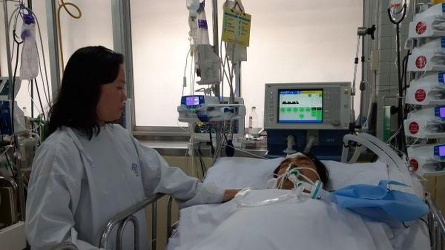 Bố bị viêm cơ tim nguy kịch, con 6 tháng tuổi khóc ngặt vì vắng ba mẹ