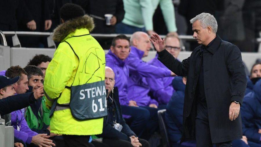 Mourinho ca ngợi cậu bé nhặt bóng giúp Tottenham ghi bàn