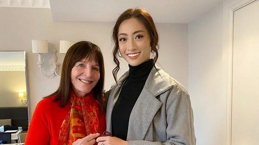 Lương Thùy Linh trò chuyện thân mật, nhận 'cơn mưa' lời khen từ chủ tịch Miss World