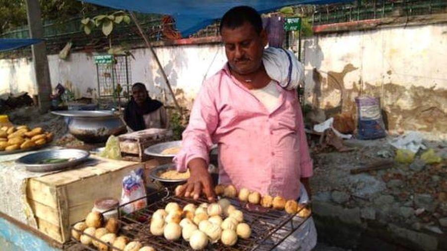 Cấm nướng bánh bằng phân bò, hàng rong Ấn Độ lo mất khách