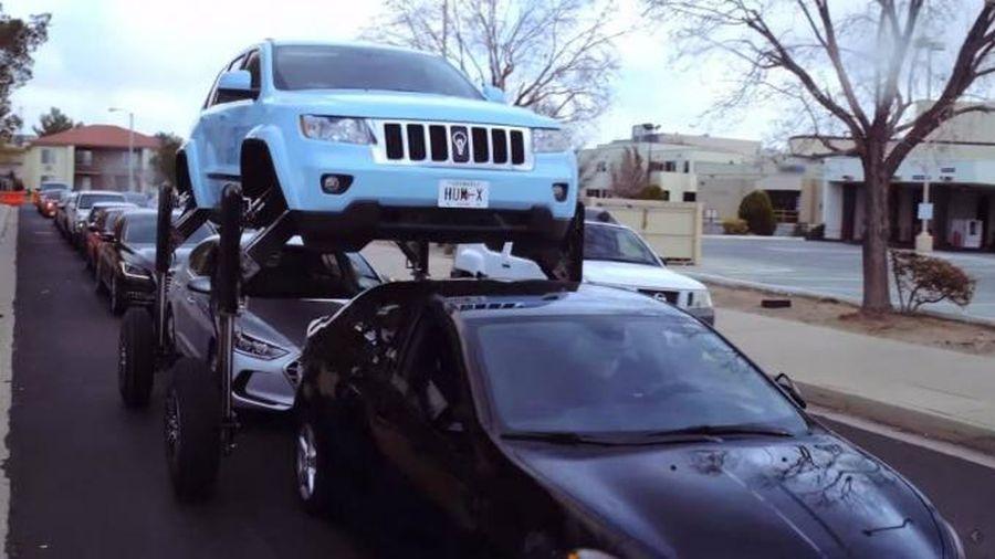 Cận cảnh giải pháp xe nâng gầm 'vượt tắc đường' đáng kinh ngạc