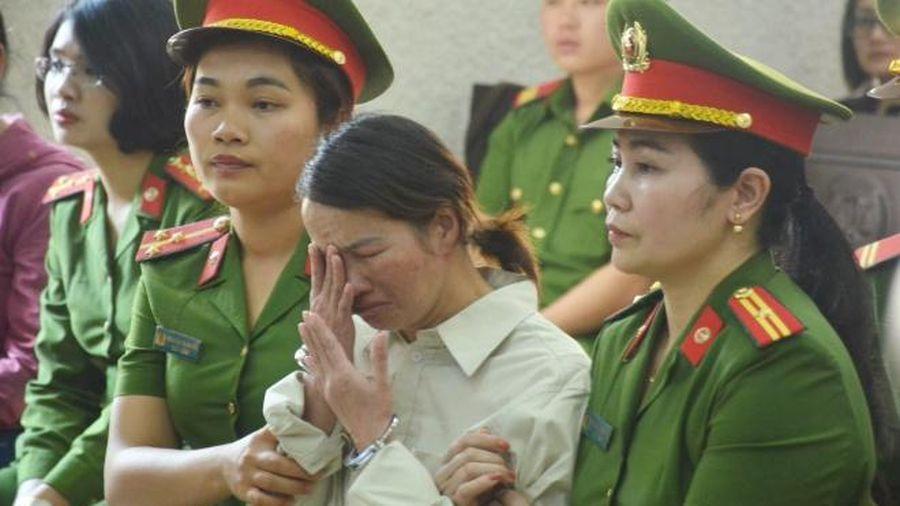 Mẹ nữ sinh giao gà kêu oan không buôn ma túy: 'Các bị cáo đã bàn bạc âm mưu hãm hại giết con tôi rồi buộc tội cho tôi'
