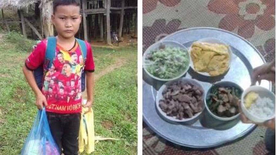 Bé 10 tuổi sống cô độc ở Tuyên Quang: 'Giờ con được ăn ngon lại có thịt, thích lắm'