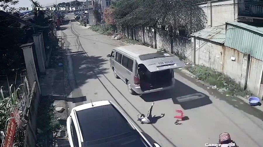 Vụ ôtô làm rơi 3 học sinh: Các bên liên quan đã vào cuộc, tài xế viết tường trình