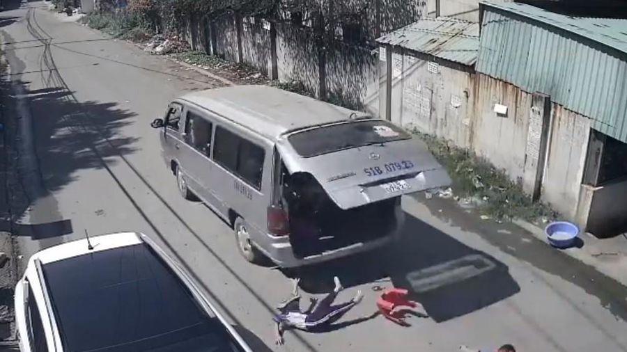Thông tin mới vụ ôtô không khóa cửa khiến 3 học sinh văng xuống đường