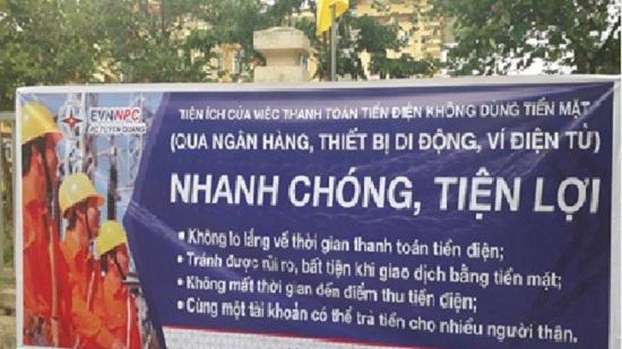 Điện lực Sơn Dương tổ chức tuyên truyền tới khách hàng thanh toán tiền điện không dùng tiền mặt