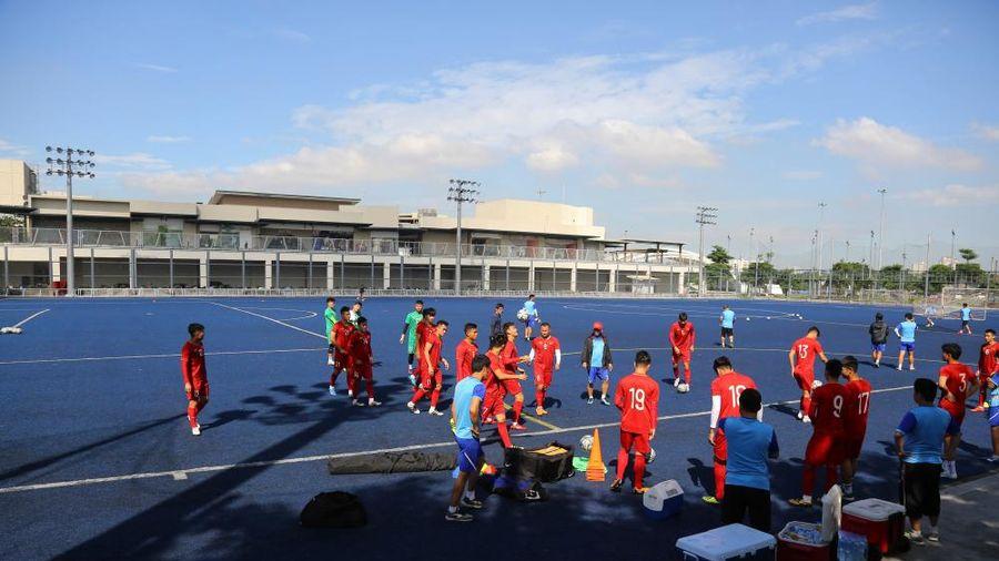 SEA Games 30: U22 Việt Nam tập trên mặt cỏ lạ ở Philippines