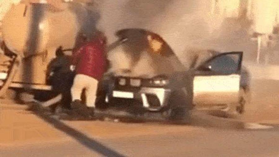 BMW X6 bốc cháy được dập lửa bằng chất thải bồn cầu