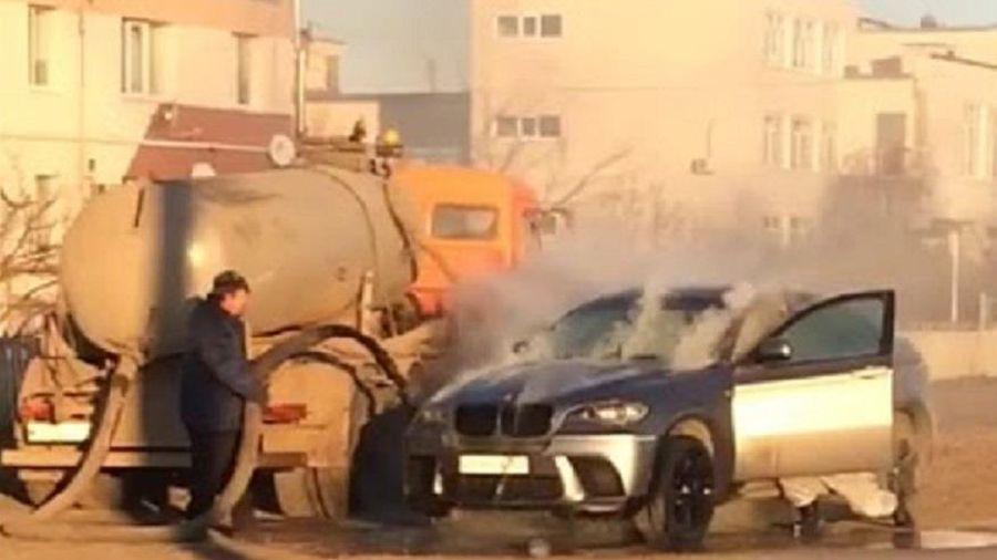 Dùng chất thải dập lửa BMW X6