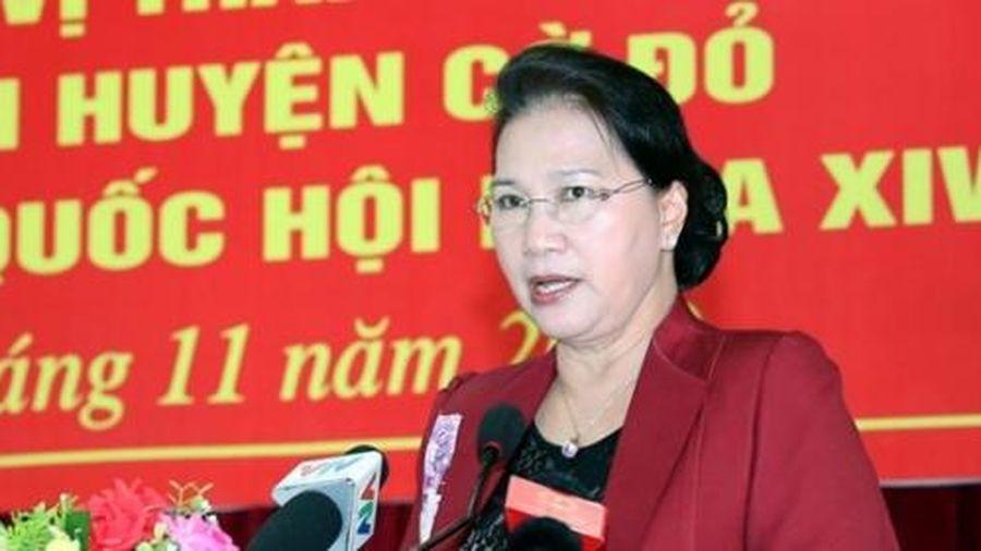 Chủ tịch Quốc hội tiếp xúc cử tri tại thành phố Cần Thơ