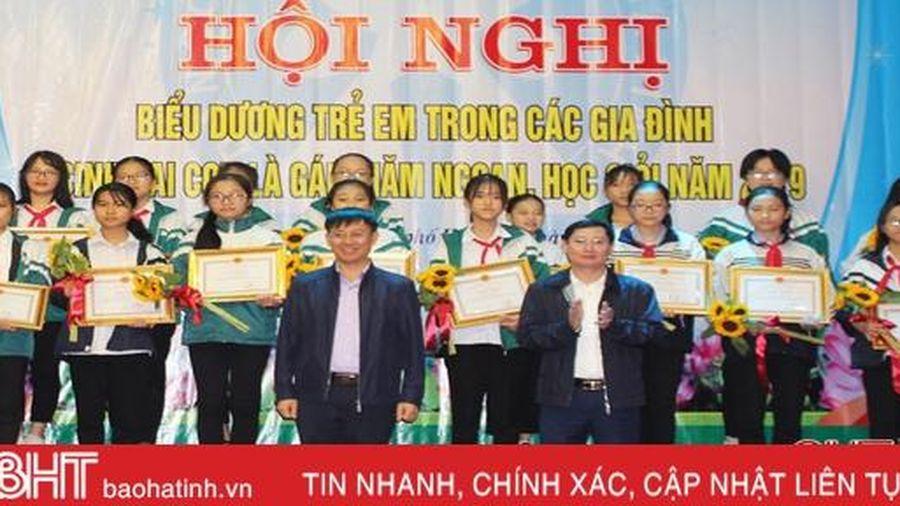 TP Hà Tĩnh biểu dương 32 trẻ em gái trong các gia đình sinh 2 con một bề là gái chăm ngoan, học giỏi