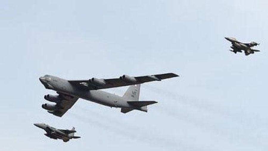 B-52H đổi hướng bay khi S-400 khóa mục tiêu?