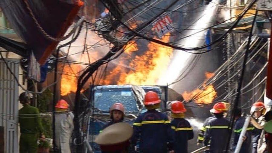 Hà Nội: Cháy xe chở bình gas trên phố Bùi Ngọc Dương