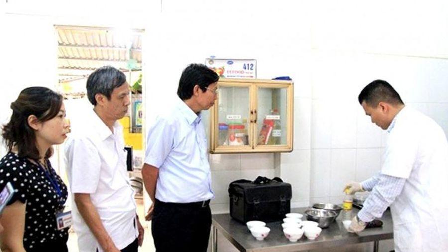 Siết chặt bếp ăn học đường: Muộn còn hơn không