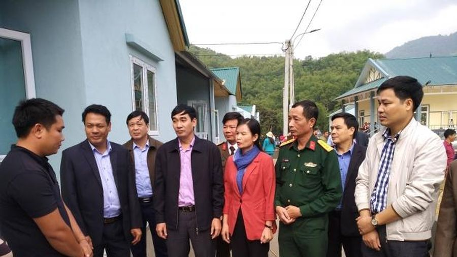 Thanh Hóa: Tổ chức lễ bàn giao nhà tái định cư cho người dân vùng lũ Sa Ná