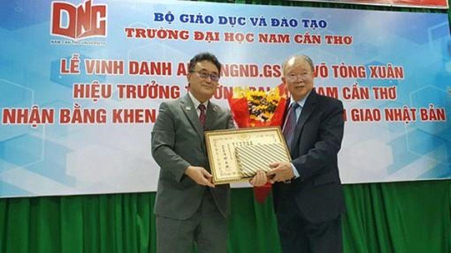 Vinh danh Giáo sư Võ Tòng Xuân nhận Bằng khen của Bộ trưởng Bộ Ngoại giao Nhật Bản
