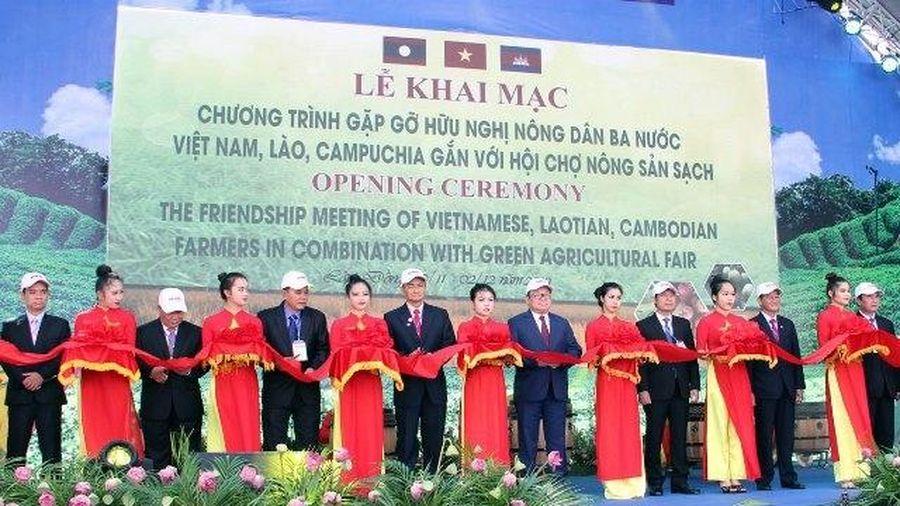 Gặp gỡ hữu nghị nông dân ba nước Việt Nam, Lào, Cambodia