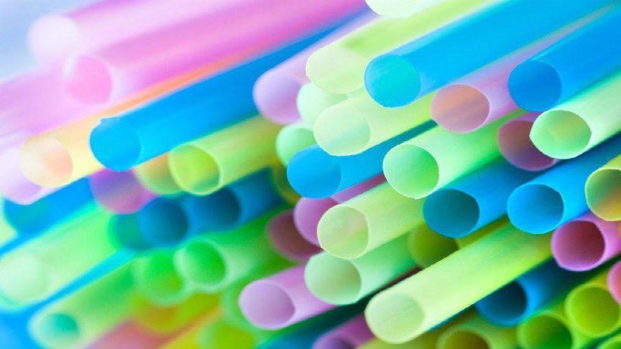 Vancouver cấm sử dụng ống hút nhựa và túi nhựa