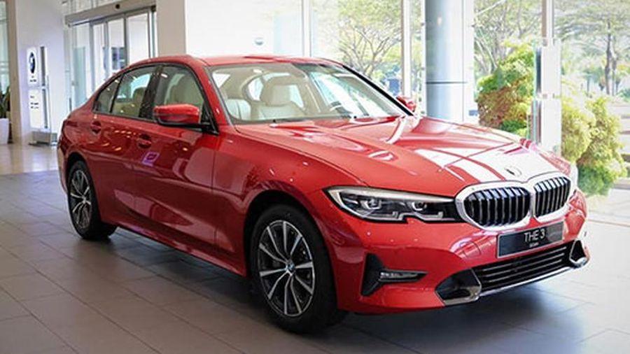 Cận cảnh BMW 330i Sport-Line rẻ hơn 200 triệu tại Việt Nam