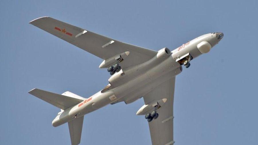 Máy bay ném bom chiến lược Trung Quốc mang được… 9 tấn bom?!