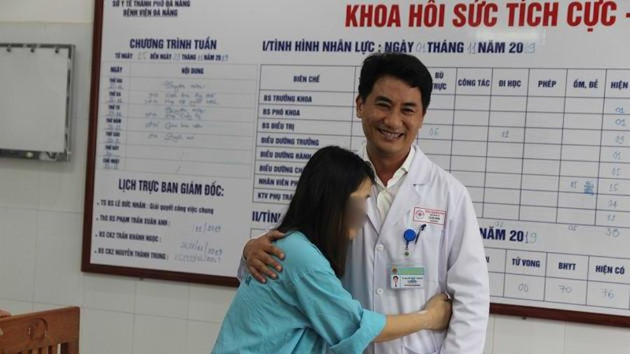 Sản phụ bị tai biến nghi do thuốc gây tê bật khóc trong ngày xuất viện