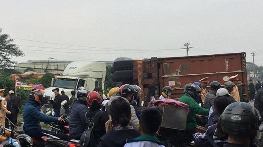 Hà Nội: Container tách đôi, tàu hỏa hư hỏng nặng sau cú va chạm kinh hoàng