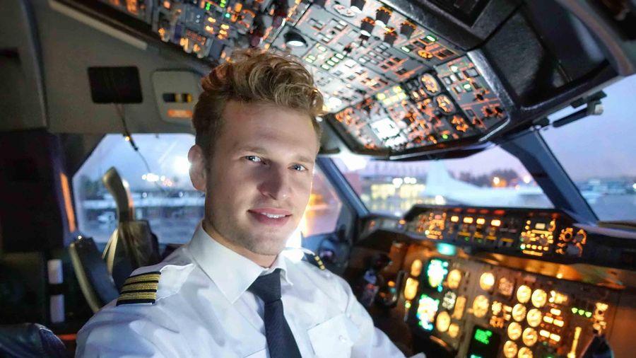 Tại sao phi công không được để râu, có sẹo trên người?