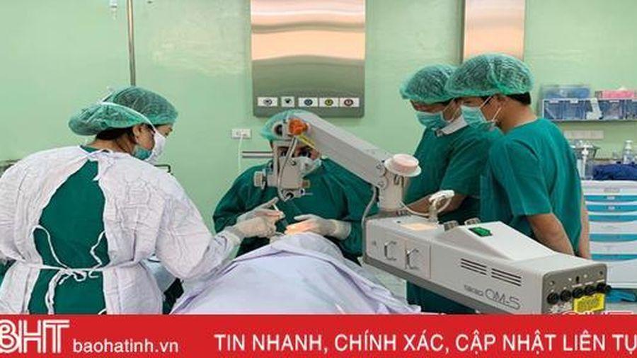 Bệnh viện Mắt Hà Tĩnh tổ chức đợt khám, mổ mắt miễn phí cho người nghèo tại Lào