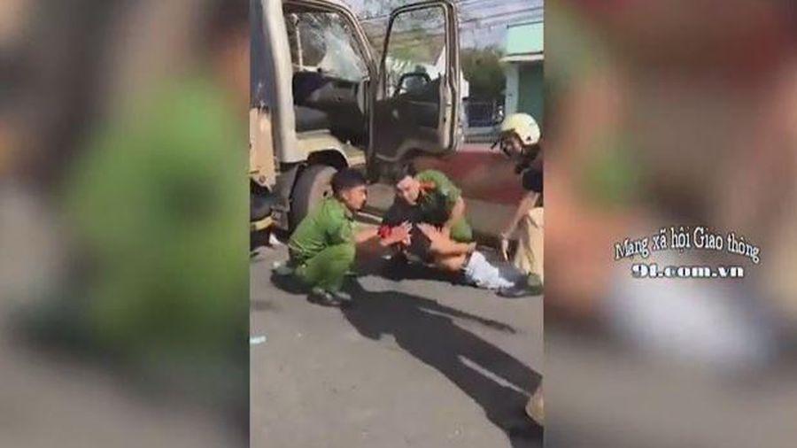Nghẹt thở cảnh CSGT đuổi bắt kẻ trộm xe tải như trong phim