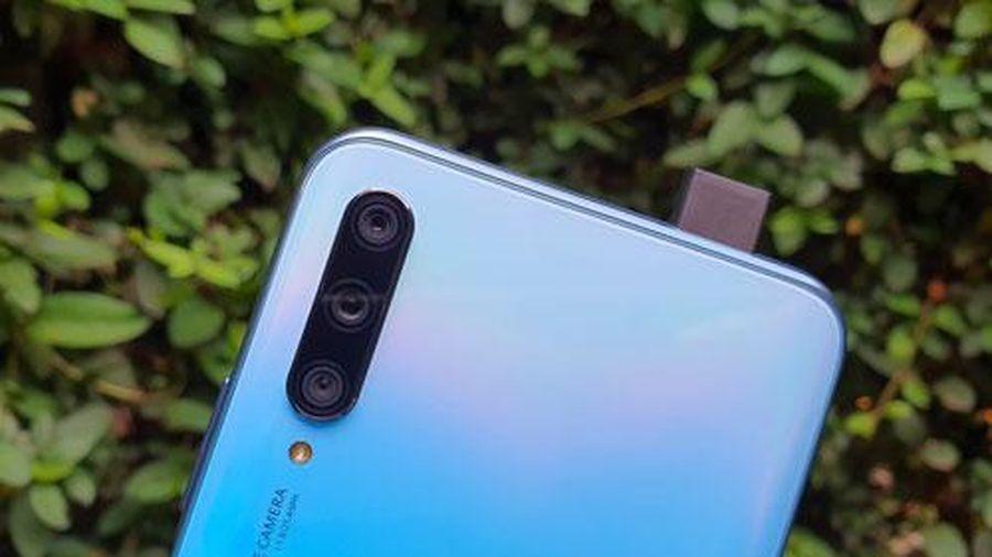 Smartphone 3 camera sau, RAM 6 GB, pin 4.000 mAh, giá hơn 6 triệu tại Việt Nam