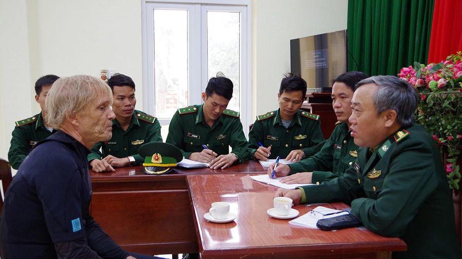 Bộ đội Biên phòng Bình Định tiếp nhận người nước ngoài gặp nạn