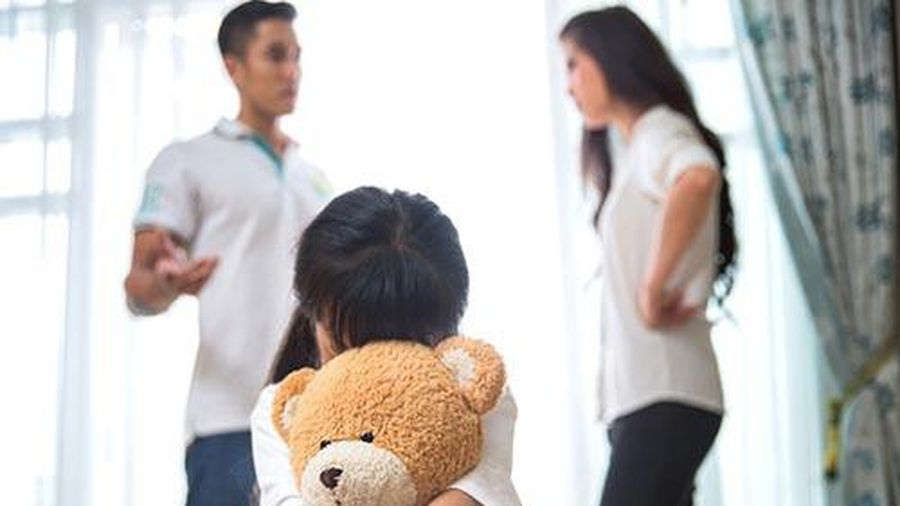 Hai vợ chồng cãi nhau, con gái bất ngờ chạy đến hét lớn 'bố mẹ ly hôn con sẽ bỏ nhà đi' tôi như chết lặng