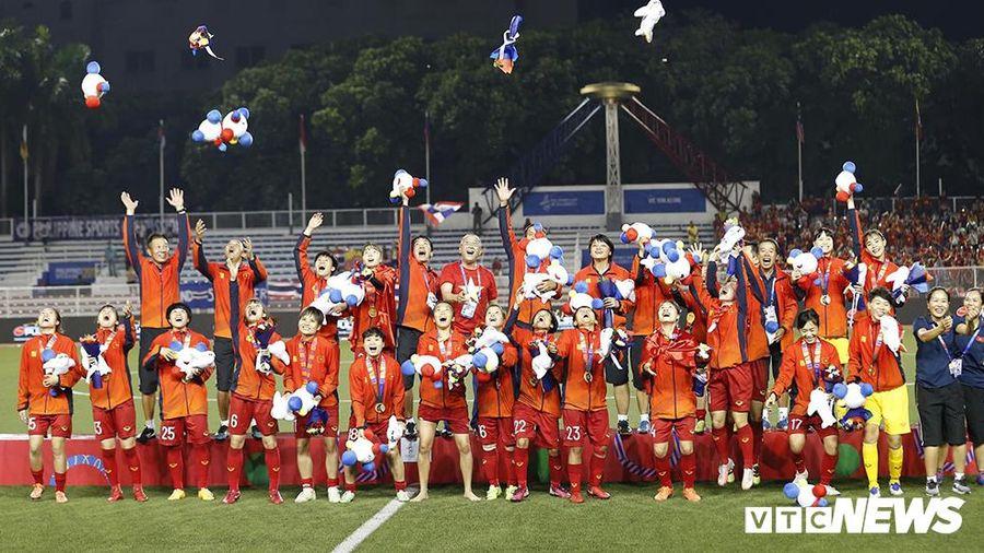 Vô địch SEA Games 30, tuyển bóng đá nữ Việt Nam nhận mưa tiền thưởng