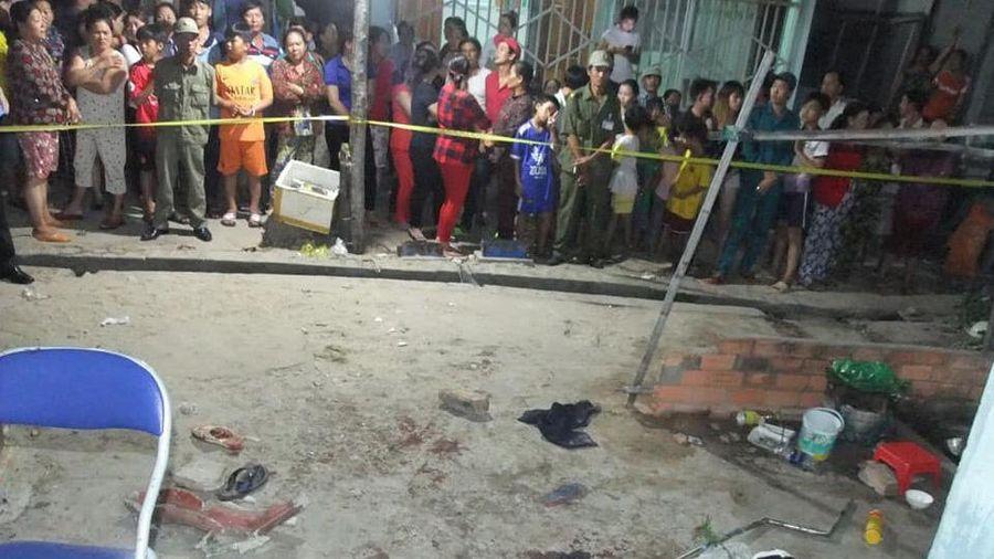 Vợ rửa cá tạt nước trúng tường nhà hàng xóm, chồng bị truy sát tới chết: Bắt 4 đối tượng