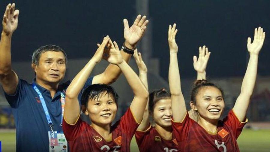 Tuyển nữ muốn tới sân cổ vũ U22 Việt Nam vô địch