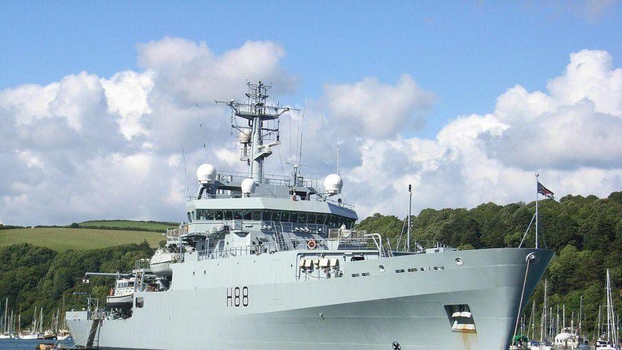 Tàu chiến Anh bất ngờ đi qua eo biển Đài Loan
