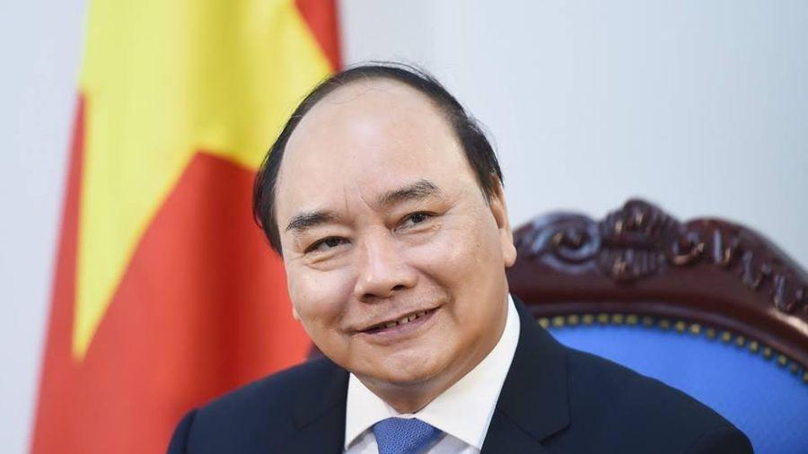 Thủ tướng Nguyễn Xuân Phúc thưởng mỗi nữ tuyển thủ một xe máy loại tốt