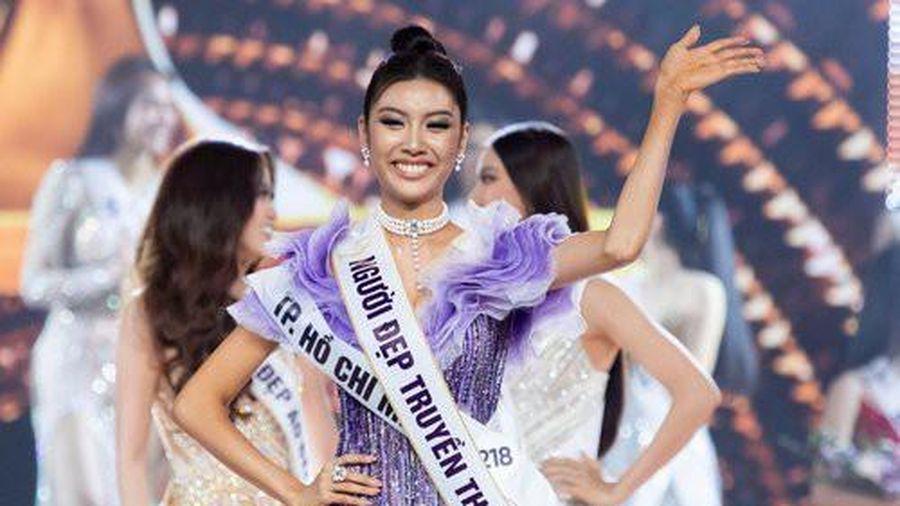 Sự cố 'lộ ngực' trong đêm bán kết khiến Thúy Vân 'trượt' vương miện Hoa hậu?