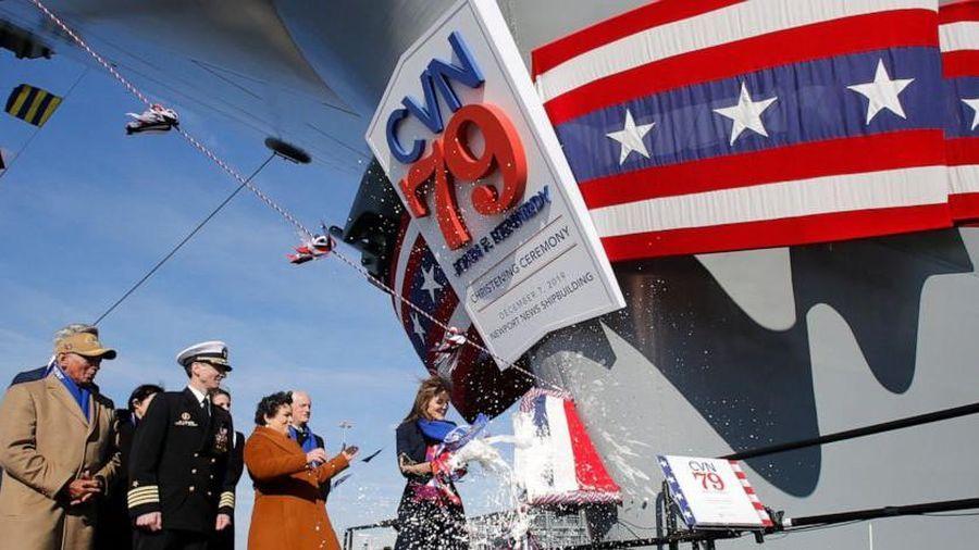 Mỹ làm lễ 'rửa tội' cho tàu sân bay