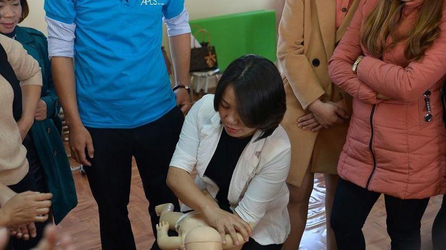 Cận cảnh cách sơ cứu trẻ mầm non với các tai nạn có thể xảy ra trong trường học