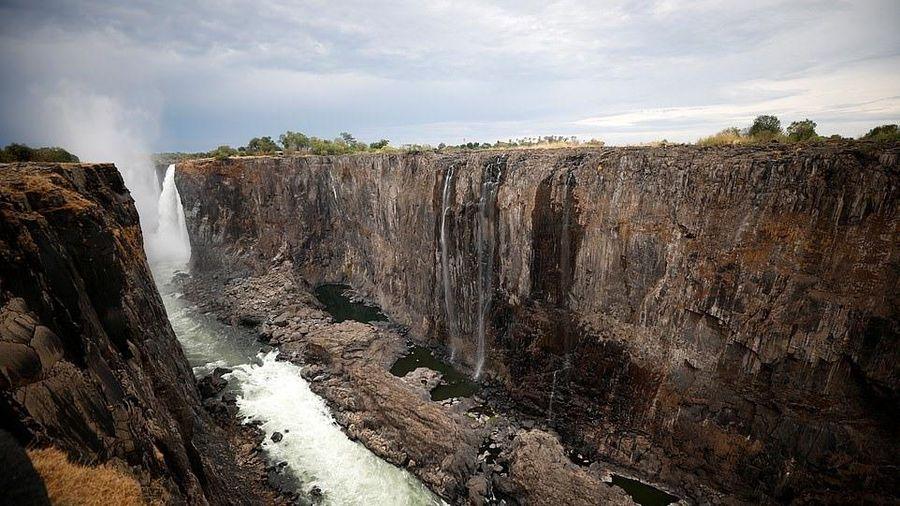 Thác nước lớn nhất thế giới cạn kiệt